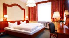 Spacious room at the Hotel Marienbad Nuremberg