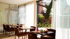 Bright dining room at the Boutiquehotel Stadthalle in Vienna