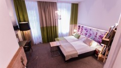 Comfortable double room at the Boutiquehotel Stadthalle in Vienna