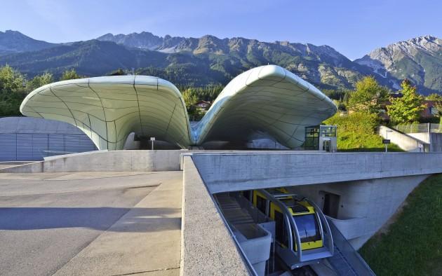 Die Hungerburgbahn bringt Sie mühelos zu einem traumhaften Panorama über Innsbruck und die Berge der Region.