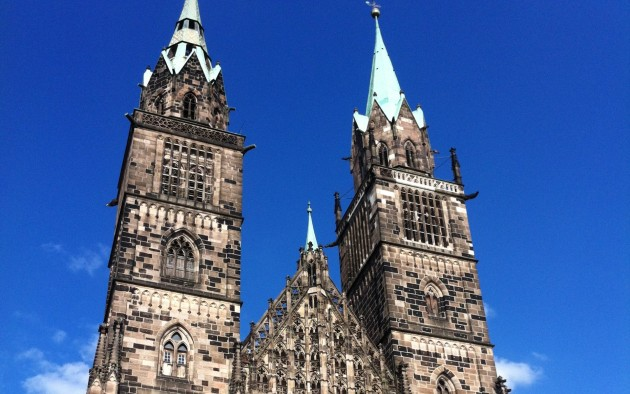 Die gotische Kirche St. Lorenz ist ein Wahrzeichen von Nürnberg un dein einmaliges Baudenkmal in Deutschland.
