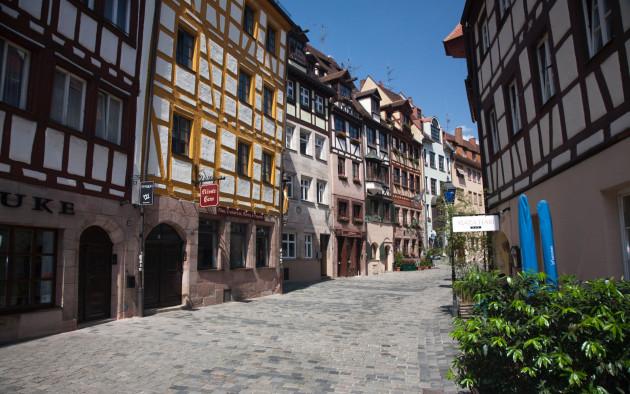 Historische Fachwerkhäuser in der malerischen Altstadt von Nürnberg.