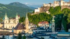 Die Salzburger Innenstadt mit Dom, Franziskanerkirche, Stift St. Peter, Festung Hohen Salzburg und dem berühmten Haus Mönchsberg 4