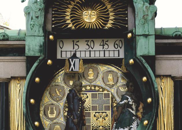 Die Ankeruhr am Hohen Markt im 1. Bezirk in Wien ist ein herausragendes Werk des Jugendstils und eine Touristenattraktion