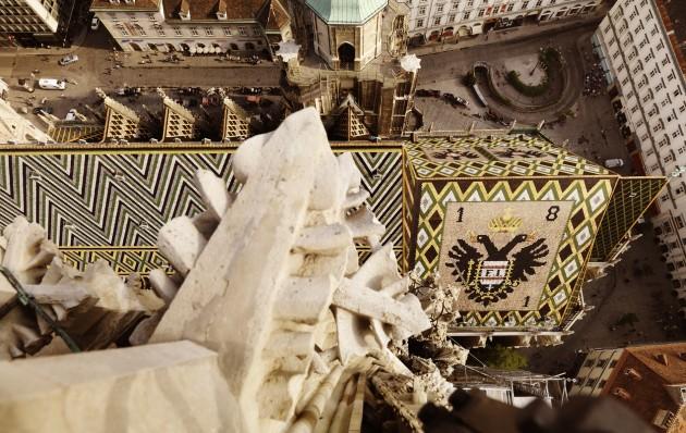 Selbst das Dach des Stephansdoms in Wien ist prächtig gestaltet.