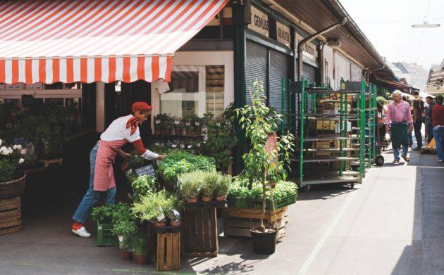 Frisches Obst, Gemüse, Fleisch, Brot, Käse und vieles mehr bekommen Sie am Wiener Naschmarkt.