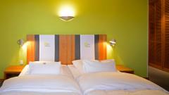 Modernes Doppelzimmer im Young Hotel in Hamburg