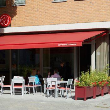 Gemütliches Café im Hotel FLOTTWELL BERLIN