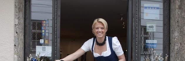 Ihre Gastgeberin im Altstadthotel Weisse Taube in Salzburg Christine Gmachl
