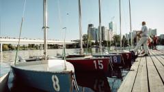 Segelbootverleih an der Alten Donau, einem beliebten Naherholungsgebiet für Wiener, das Sie perfekt mit der U-Bahn erreichen.
